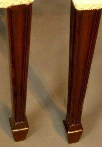 """Patas de """"pala"""" asimetricas de sillas típicas del diseño Hepplewhite"""