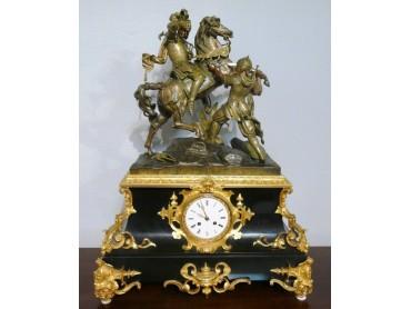 Reloj Antiguo con Escultura de Batalla- Epoca Luis Philippe