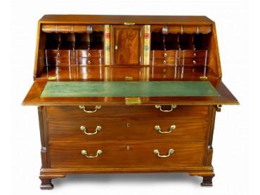Buró - Canterano Ingles Siglo XVIII con Compartimentos Secretos