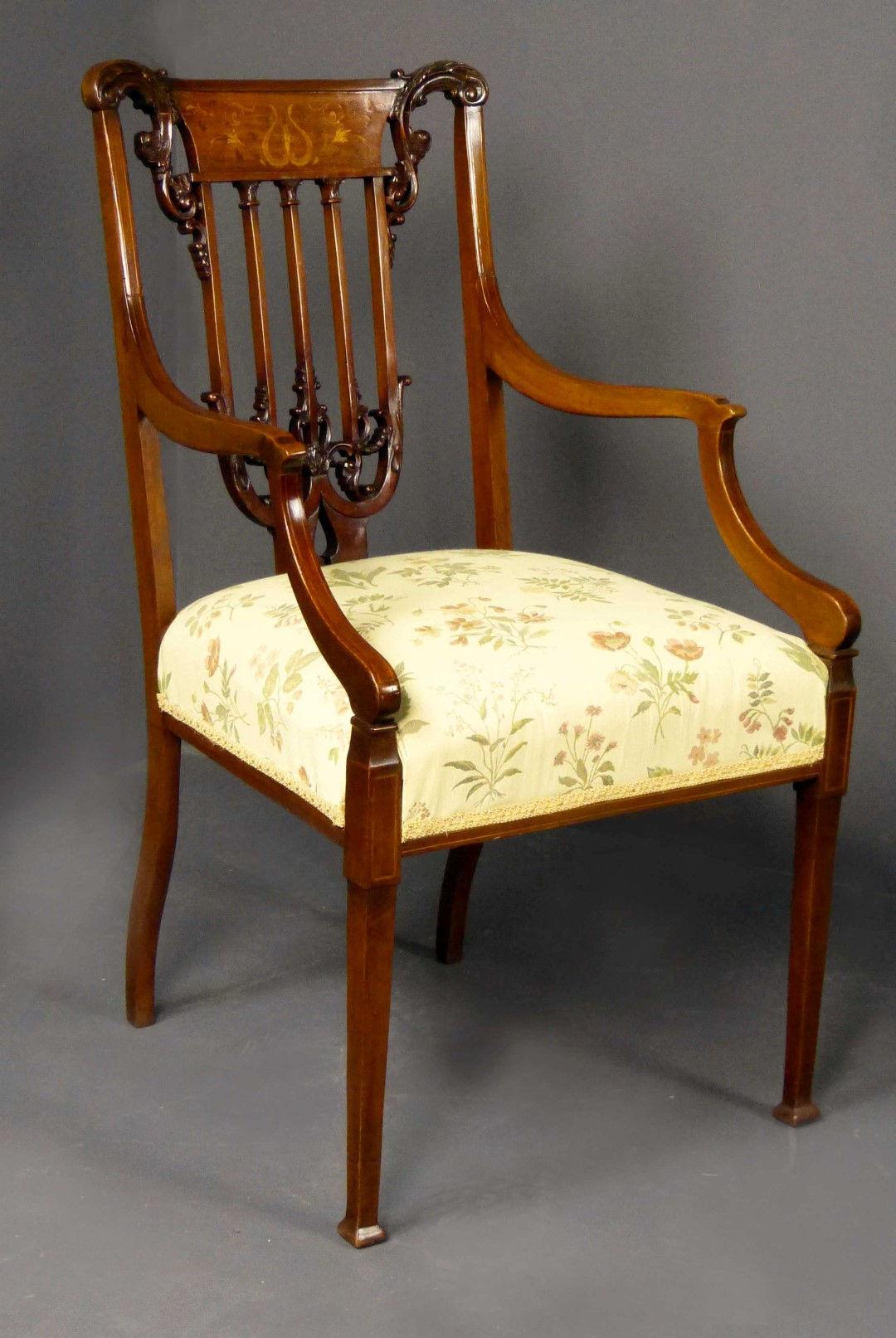 Muebles antiguos armarios antiguos mesas antiguas for Sofas espanoles calidad