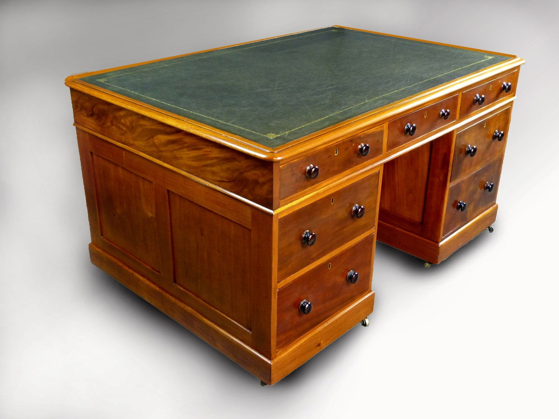 Muebles antiguos armarios antiguos mesas antiguas - Mesas de escritorio antiguas ...