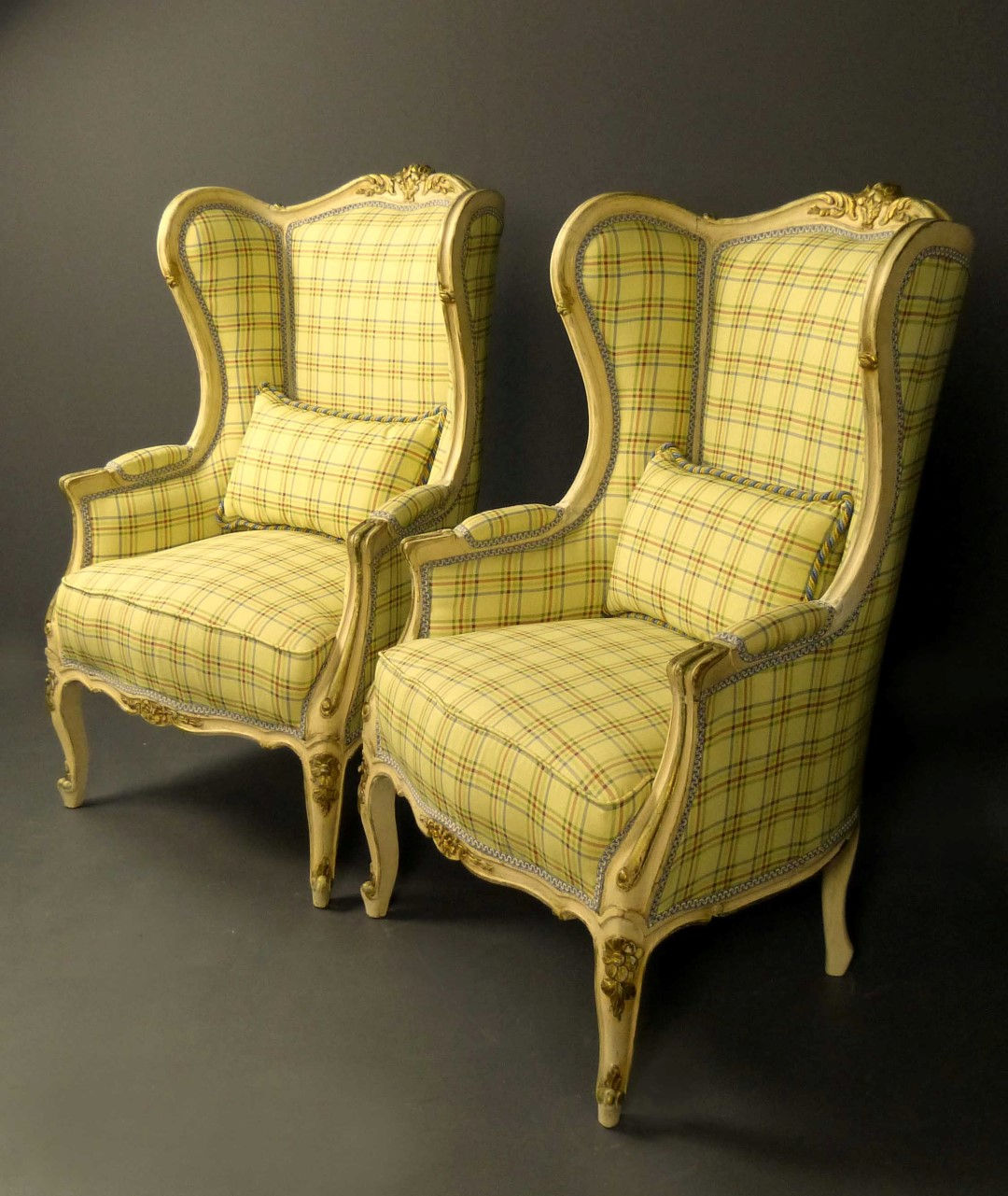 Muebles antiguos armarios antiguos mesas antiguas - Estilos de mobiliario ...